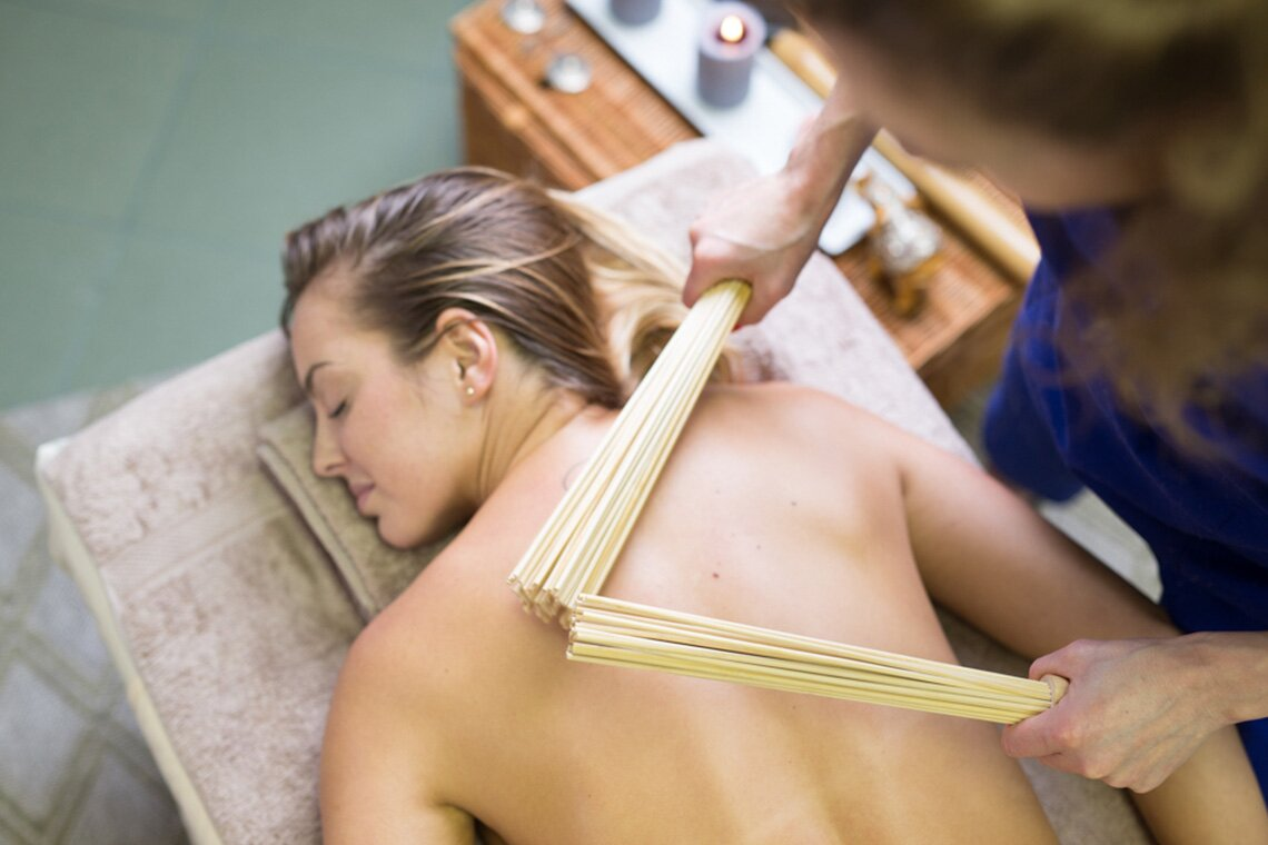 Masaż pałeczkami bambusa